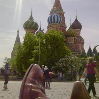 Chris Goodwin 'sunning his Moons' in Red Square with St Basil's Cathedral in the background. Красивый!!