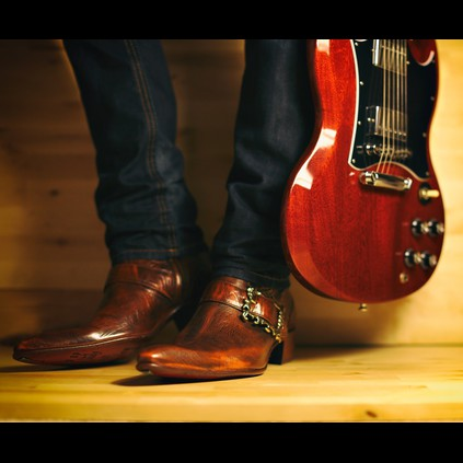 We love the way Mr. Trott has matched his Rochester Flaming Ant boots to his guitar!