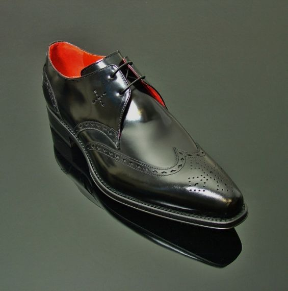 Lugosi - 'Renfield' Wing Gibson Black Polish