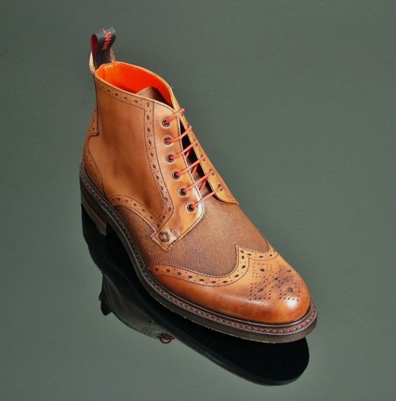 Hannibal - Classic Brogue Derby with Rubber Sole - Vegano Mahogany/Grain